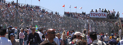 Wide shot of pre-grid crowd.