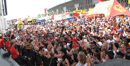 Sunday's big stage crowd.